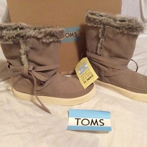 Brand New In Box! Toms Suede/faux fur boots